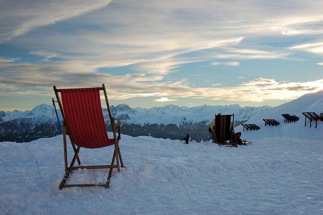 秋冬キャンプにはモンベルのライトダウンジャケットとダウンパンツで防寒対策はバッチリ